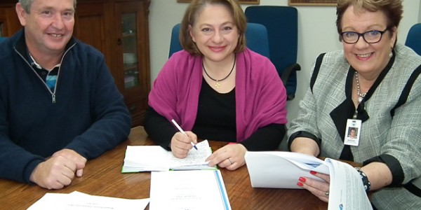 Sophie Mirabella is briefed about the new Strategic Plan for 2015 to 2020.